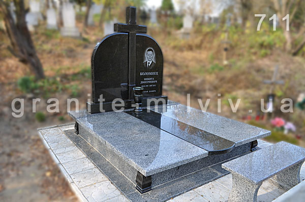 памятник из гранита Сольцы